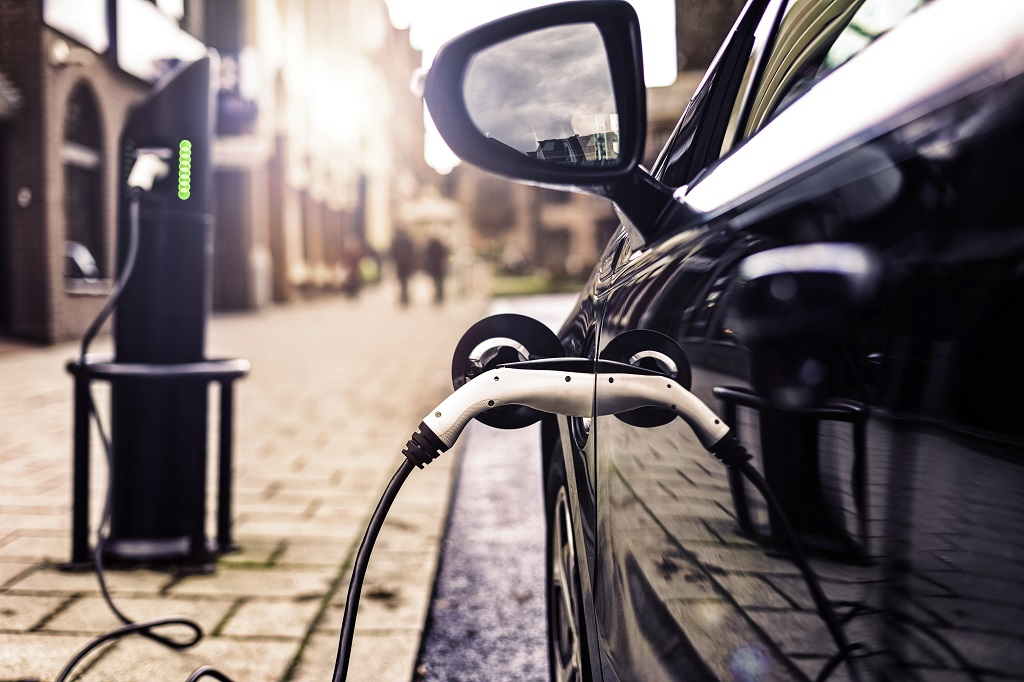 Veicoli elettrici e batterie: i consigli per la manutenzione durante i mesi di stop