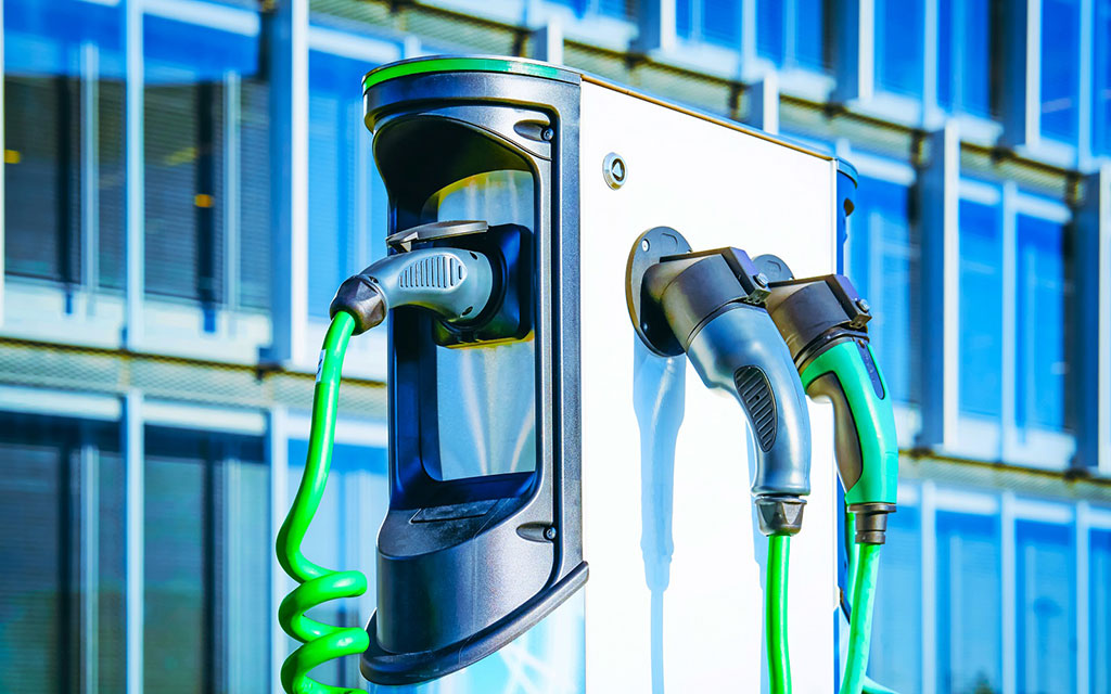 Auto ibride ed elettriche, aumentano gli italiani che le scelgono 1