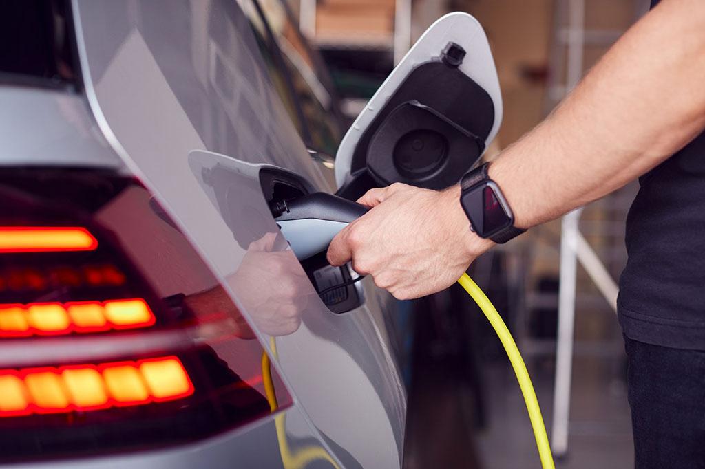 vendita di auto ibride ed elettriche in continua crescita